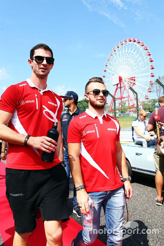 Alexander Rossi, Manor F1 Team and team mate Will Stevens, Manor F1 Team on the drivers parade