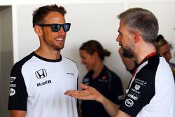 Jenson Button, McLaren com Steve Cooper, McLaren assessor