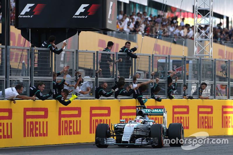 1. Lewis Hamilton, Mercedes AMG F1 W06