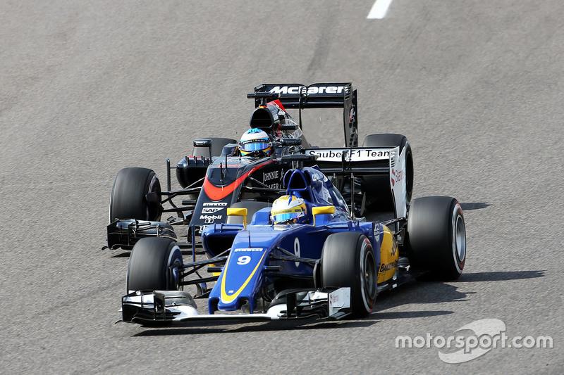 Marcus Ericsson, Sauber C34 and Fernando Alonso, McLaren MP4-30