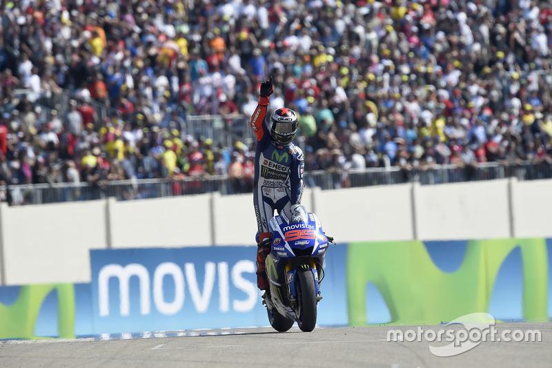 Pedrosa hizo un 'favor' a Lorenzo superando en las últimas vueltas en un intenso duelo a Valentino Rossi