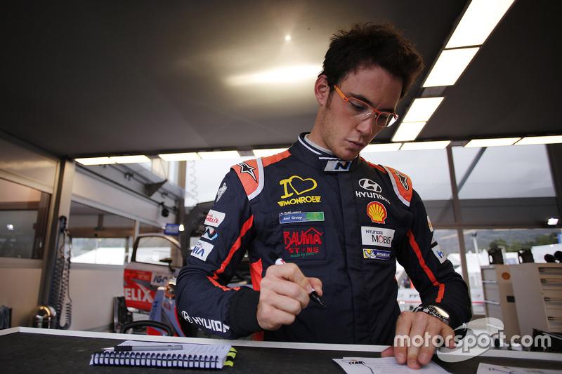 Тьєррі Невіл, Hyundai Motorsport