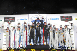 PC podium: winners Mike Guasch, Tom Kimber-Smith, Andrew Palmer, peringkat kedua Mike Hedlund, Renger van der Zande, Mirco Schultis, Alex Popow, peringkat ketiga Marc Drumwright, Tomy Drissi, Don Yount, Johnny Mowlem