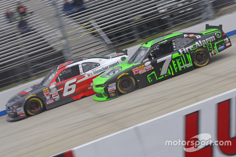 Regan Smith, JR Motorsports Chevrolet and Darrell Wallace Jr., Roush Fenway Racing Ford