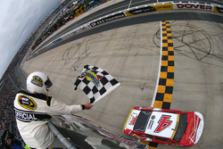 Winner Kevin Harvick, Stewart-Haas Racing Chevrolet