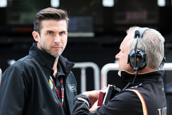 Matthew Carter, CEO de Lotus F1 Team con Paul Seaby, Lotus F1 Team, Team Manager