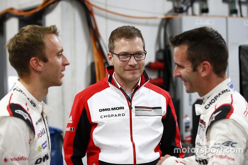 Romain Dumas, Timo Bernhard and Andreas Seidl, Team Principal Porsche Team