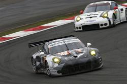 #88 Abu Dhabi Proton Competition Porsche 911 RSR: Кристиан Рид, Эрл Бамбер, Халед Аль-Кубайси