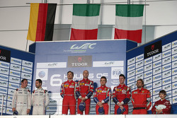 LMGTE Pro领奖台:吉安玛利亚·布鲁尼、托尼·维兰德,弗雷德里克·马克维斯基、帕特里克·皮雷,达维德·里贡、詹姆斯·克拉多