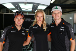 (Soldan sağa): Sergio Perez, Sahara Force India F1 ile Darya Klishina, Uzun Atlama Atlesi ve Nico Hulkenberg, Sahara Force India F1