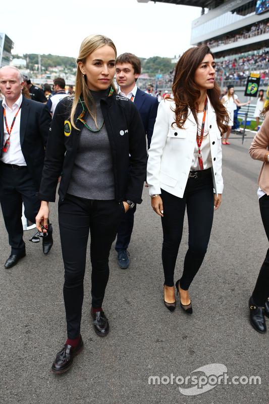 Кармен Хорда, Lotus F1 Team гонщик розвитку з Fabiana Flosi,на стартовій решітці