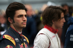 Carlos Sainz Jr., Scuderia Toro Rosso as the grid observes the national anthem