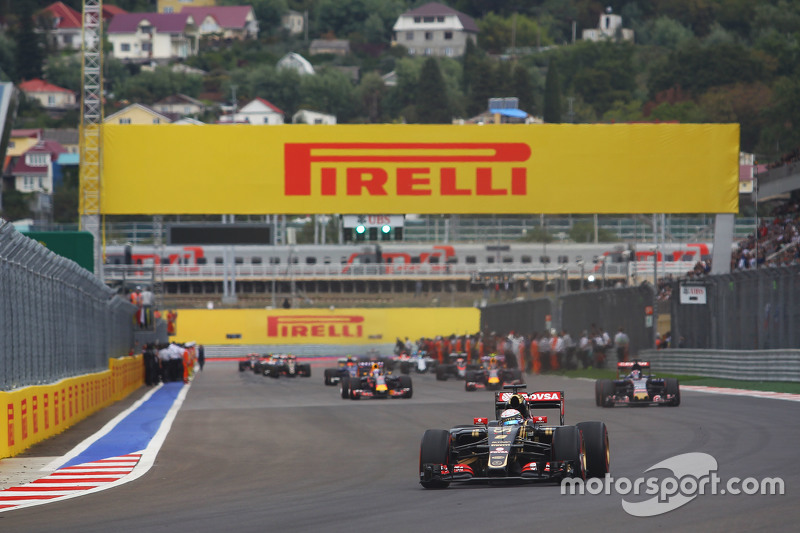 Romain Grosjean, Lotus F1 E23 on the formation lap