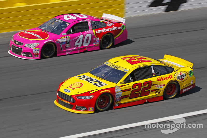 Landon Cassill, Hillman Circle Sport LLC Chevrolet and Joey Logano, Team Penske Ford