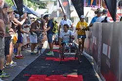 Alex Zanardi participe au triathlon IronMan de Hawaii
