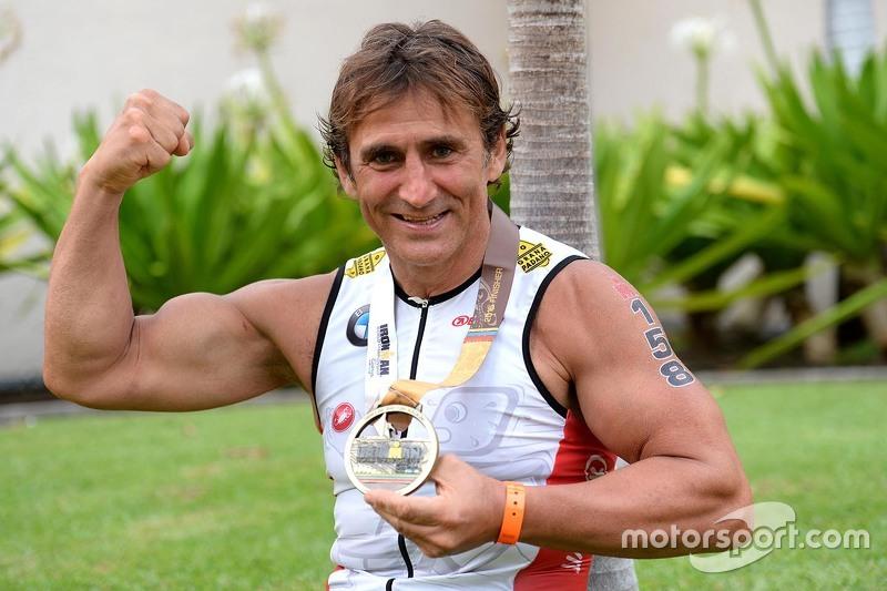 Alex Zanardi finisce la Hawaii Ironman