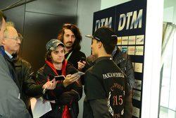 Чемпион DTM 2015 года Паскаль Верляйн отвечает на вопросы редактора Motorsport.com Россия Сергея Беднарука