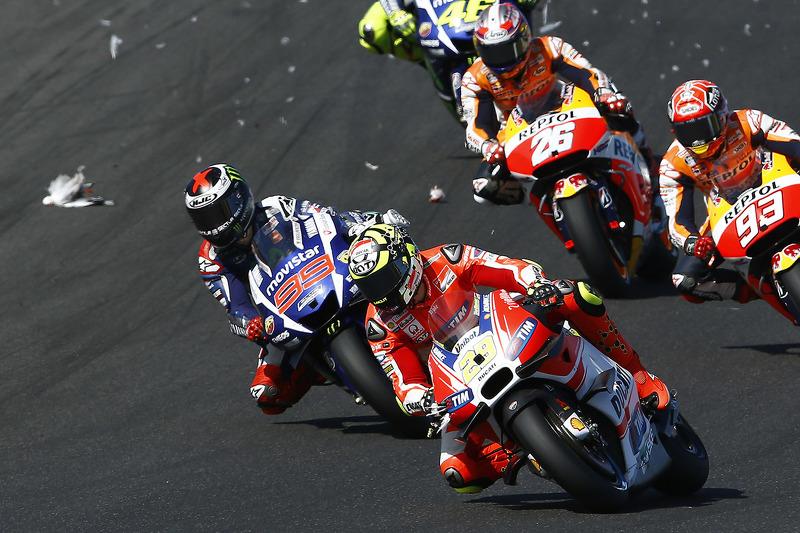 Andrea Iannone, del Equipo Ducati se encuentra una gaviota