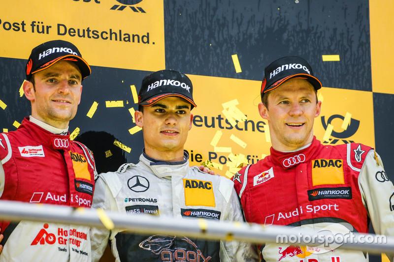 Championship podium: 2015 champion Pascal Wehrlein, HWA AG Mercedes-AMG C63 DTM, second place Jamie
