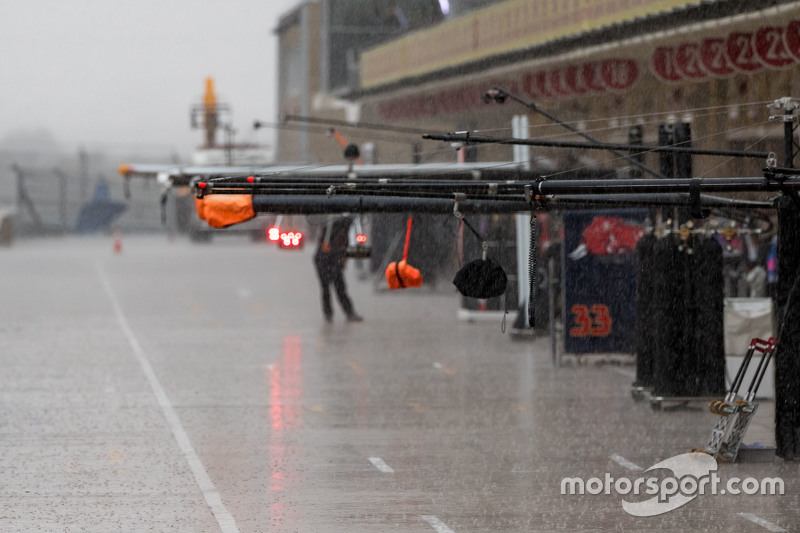Heavy rain in the pits that cancelled FP3