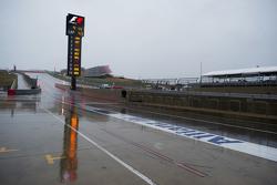 A wet та rainy піт-лейн