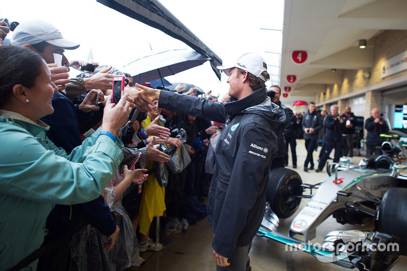Nico Rosberg, Mercedes AMG F1 with the fans