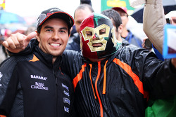 Sergio Perez, Sahara Force India F1 avec des fans
