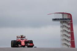 Kimi Raikkonen, Ferrari SF15-T.Kimi Raikkonen, Ferrari SF15-T con un ala delantera dañada