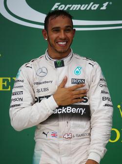 Podio: Ganador de la Carrera y Campeón del Mundo Lewis Hamilton, Mercedes AMG F1