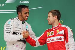Podio: il vincitore della gara e campione del mondo Lewis Hamilton, Mercedes AMG F1 Team e il terzo Sebastian Vettel, Scuderia Ferrari