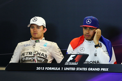 Нико Росберг, Mercedes AMG F1 и Льюис Хэмилтон, Mercedes AMG F1 на пресс-конференции FIA