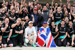 Race winner and World Champion Lewis Hamilton, Mercedes AMG F1 celebrates with team mate Nico Rosberg, Mercedes AMG F1 and the team