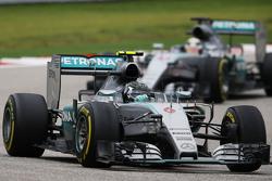 Nico Rosberg, Mercedes AMG F1 W06, vor Lewis Hamilton, Mercedes AMG F1 W06