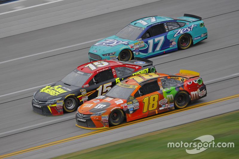 Kyle Busch, Joe Gibbs Racing Toyota and Clint Bower, Michael Waltrip Racing Toyota and Ricky Stenhou