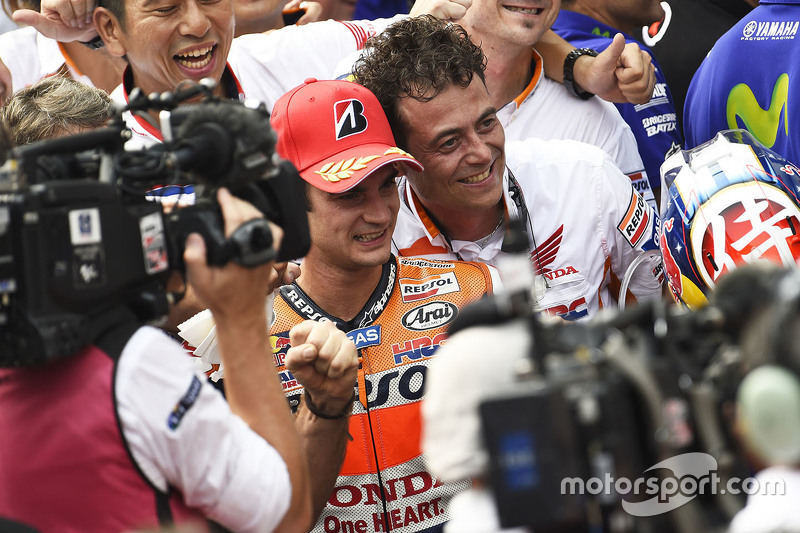 Race winner Dani Pedrosa, Repsol Honda Team celebrates with his team