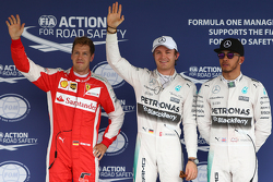 El ganador de la pole, Nico Rosberg, Mercedes AMG F, segundo lugar, Lewis Hamilton, Mercedes AMG F1 Team y tercer lugar, Sebastian Vettel, Ferrari