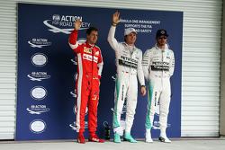 Обладатель поула - Нико Росберг, Mercedes AMG F1, третье место - Себастьян Феттель, Ferrari и второе