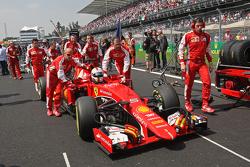Себастьян Феттель, Ferrari SF15-T на стартовой решетке