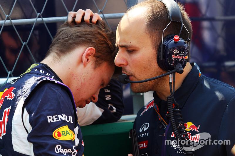 Гран При Мексики, 1 ноября. Даниил Квят и его гоночный инженер Жанпьеро Дамбьязе
