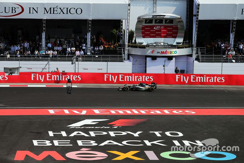 Sergio Perez levantou as arquibancadas no México
