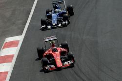 Kimi Raikkonen, Ferrari SF15-T en Marcus Ericsson, Sauber C34