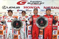 Race winners GT500 Tsugio Matsuda, Ronnie Quintarelli with race winners GT300 Kazuki Hoshino, Mitsunori Takaboshi