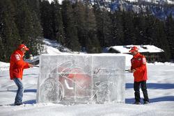 Marco Melandri and Casey Stoner unveil the Ducati Desmosedici GP8
