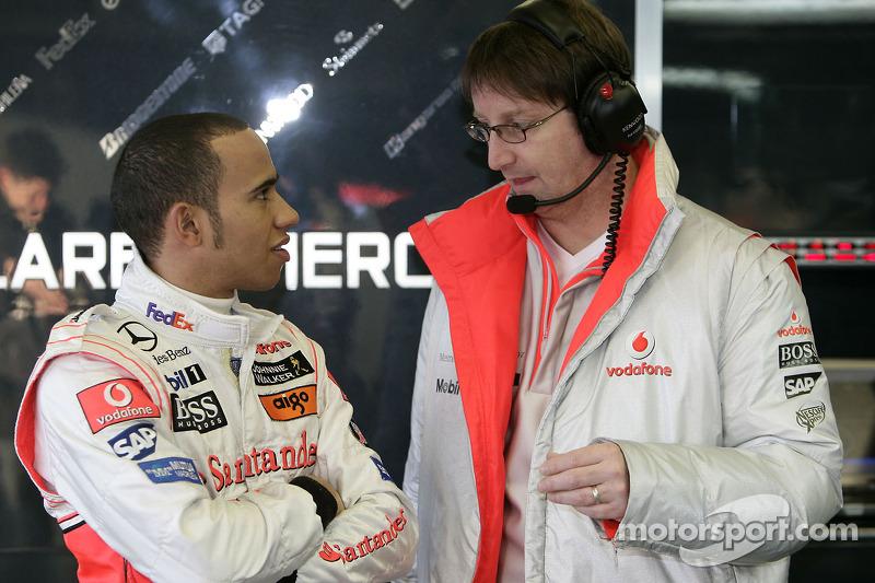Lewis Hamilton ve McLaren mühendis