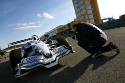 Photographer makes pictures of the New BMW Sauber F1.08