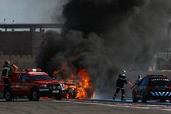 Incendio sulla #94 Speedy Racing Team Spyker C8 Laviolette GT2R: Philippe Camandona, Andrea Chiesa, Benjamin Leuenberger