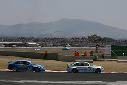 Augusto Farfus, BMW Team Germany, BMW 320si and Robert Huff, Chevrolet, Chevrolet Lacetti