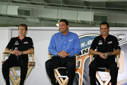 Penske Racing drivers Ryan Briscoe and Helio Castroneves flank Penske Performance President Tim Cindric