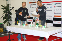 Honda Welcome Party: Tony Kanaan does the champions taste test