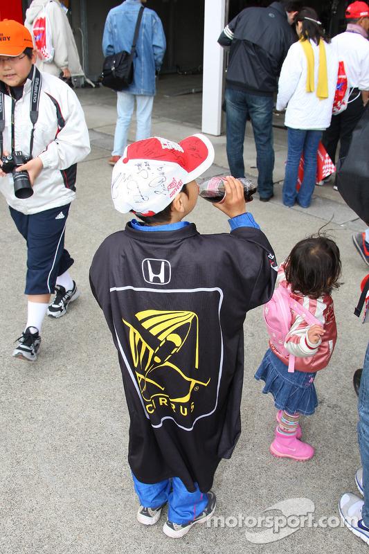 Des jeunes fans au Motegi